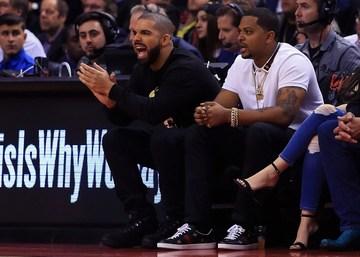separation shoes d9d05 f0da6 Toronto Raptors ambassador Drake wears LeBron's jersey, gets ...