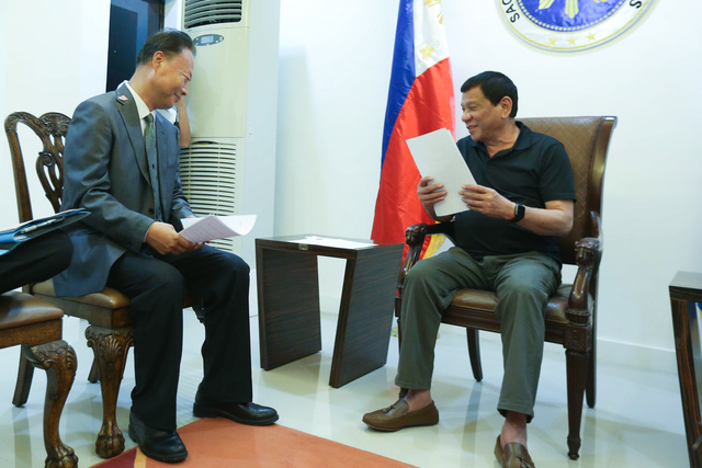 MEETING WITH ENVOY. President Rodrigo Duterte receives the letter of invitation to visit China from Chinese Ambassador to the Philippines Zhao Jianhua during their meeting at the Presidential Guest House in Davao City on March 27, 2017. Malacañang photo
