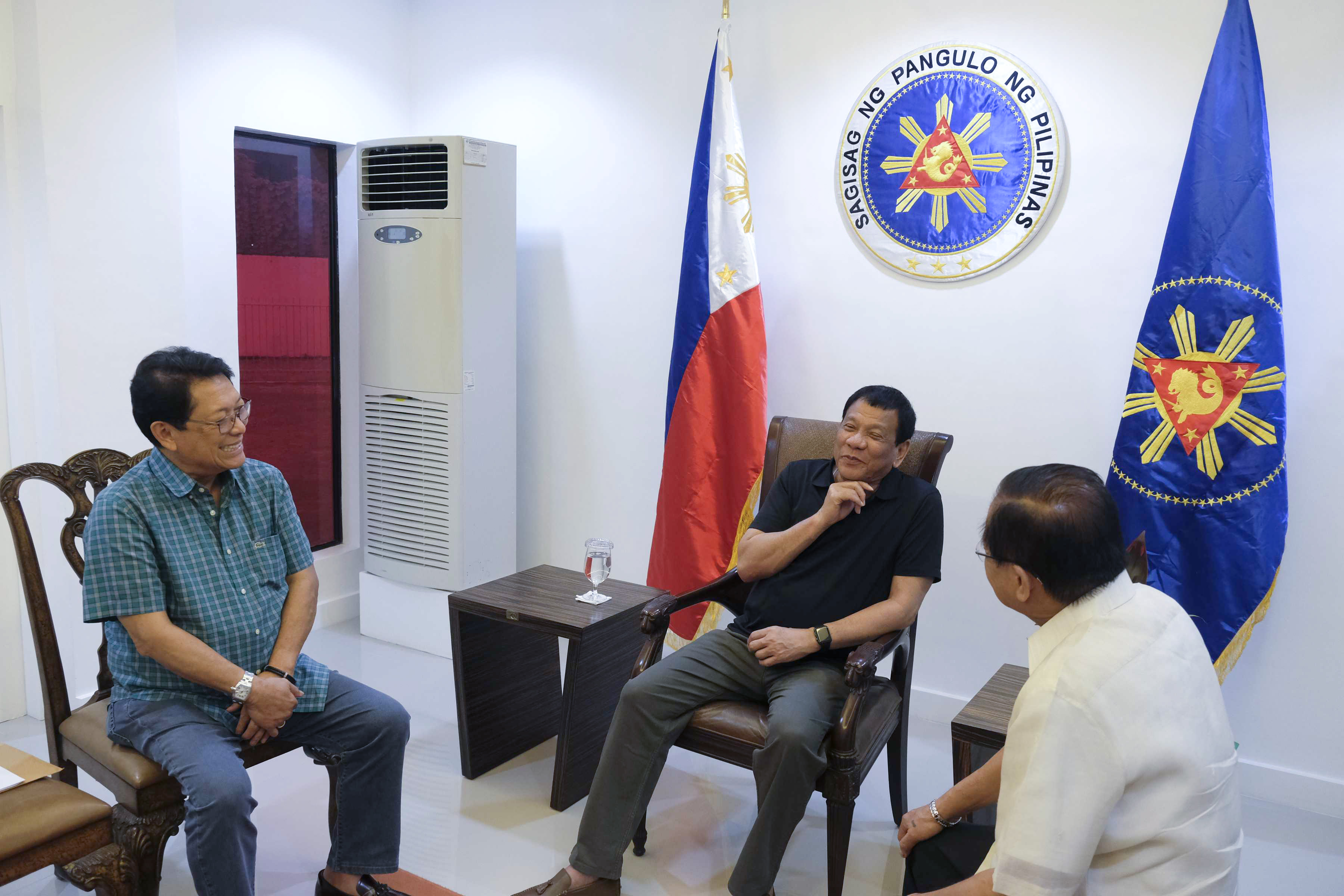 PREPARING TO TALK. President Rodrigo Duterte discusses peace talks with the Left with chief government negotiator Labor chief Silvestre Bello III and Presidential Peace Process Adviser Jesus Dureza at the Presidential Guest House in Davao City on March 27, 2017. Photo by Rene Lumawag/Presidential Photo