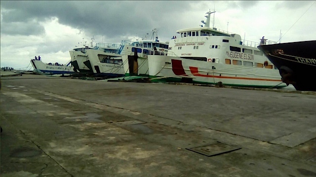 NO-SAIL ORDER. Vessels comply with the Philippine Coast Guard's no-sail order at the Tabaco port in Albay. Photo from the Philippine Coast Guard