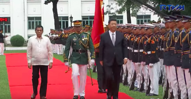 20ec25ef24f169 The Philippine Presidential Flag is missing during the review of honor  guards by Chinese