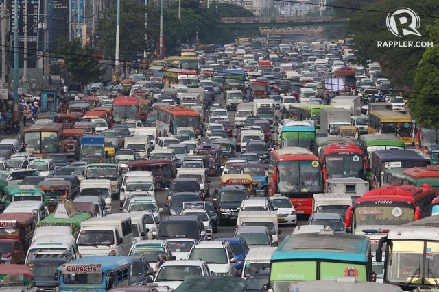 CONGESTION. Traffic hurts the Philippine economy. File photo by Joel Liporada/Rappler