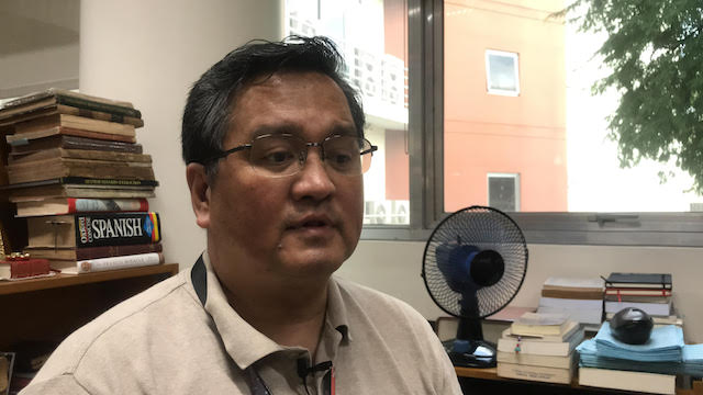 EXTRA MILE FOR HISTORY. Ateneo assistant professor of history Francis Navarro talks about the Pigafetta chronicles in his office. Photo by Pia Ranada/Rappler