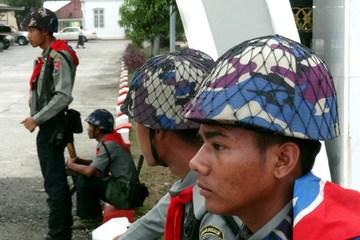 Myanmar's Rakhine rebels attack police posts in pre-dawn raids