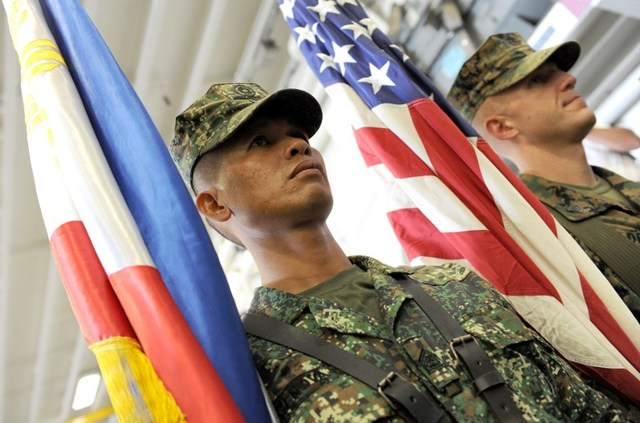 MILITARY TIES. Amid recent changes in the Philippines' foreign policy, the United States and the Philippines say their military relationship remains strons, especially in the war against the Islamic State (ISIS). File photo by AFP/Jay Directo