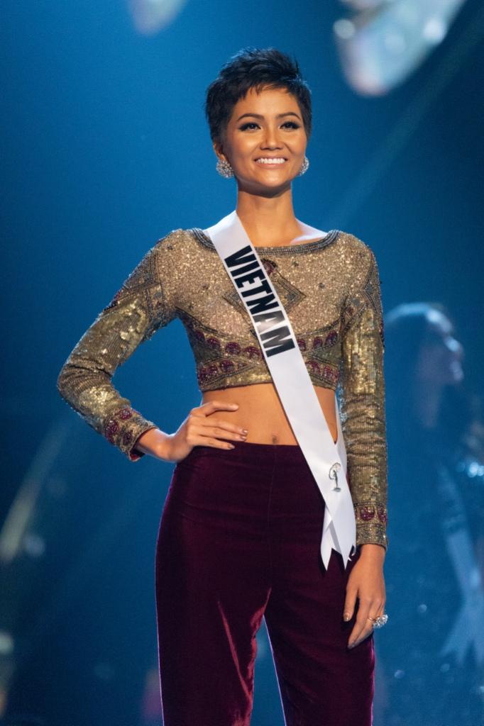 Vietnams HHen Nie Miss Universe 2017 Demi Leigh Nel Peters Rock Pants At Miss Universe 2018