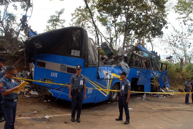BUS CRASH. Police and soldiers stand guard next to a tourist bus which hit an electric post in Tanay town, Rizal province, east of Manila on February 20, 2017. Photo by AFP.