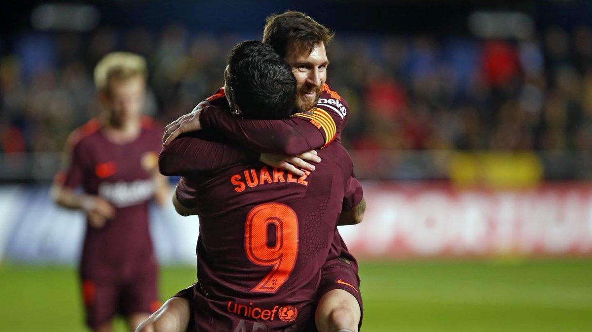 Lionel Messi dan Luis Suarez merayakan kemenangan atas Villarreal dalam laga lanjutan La Liga, Senin (11/12). Foto diambil dari @FCBarcelona/Twitter