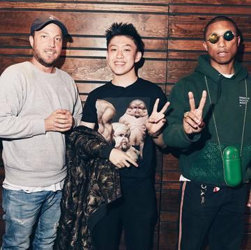112f82db7fd Rapper muda Indonesia Brian Imanuel atau Rich Chigga berpose bersama Scott  Vener dan Pharrell