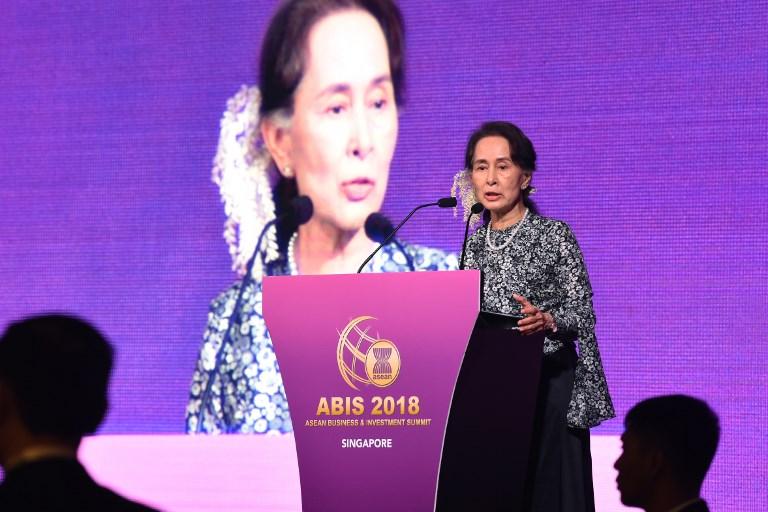 Suu Kyi Beckons Investors To Myanmar Despite Troubles