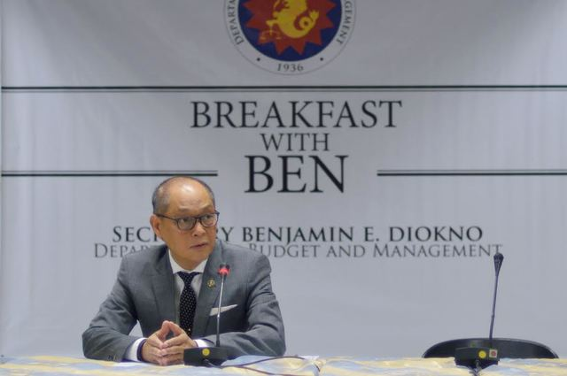 "Q&A. DBM Secretary Benjamin E. Diokno talks with media during ""Breakfast with Ben"" at the DBM Executive Lounge in Manila. Photo from the DBM"