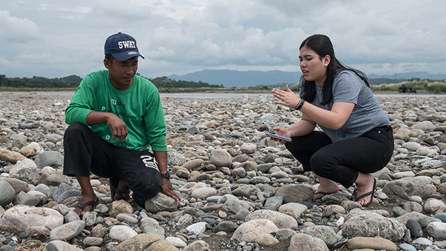 SOFIA TOMACRUZ on her second visit to the fishermen of Gem-Ver in San Jose, Occidental Mindoro. Photo by LeAnne Jazul