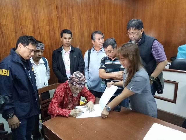 BAIL. MNLF founding chairman Nur Misuari posts bail on September 19, 2017 before the Davao City Regional Trial Court Branch 16. Photo courtesy of Secretary Jesus Dureza