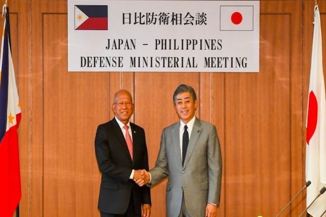 TIES AFFIRMED. Defense Secretary Delfin Lorenzana holds talks with Japanese Defense Minister Takeshi Iwaya on 17 April 2019 in Tokyo. DND photo