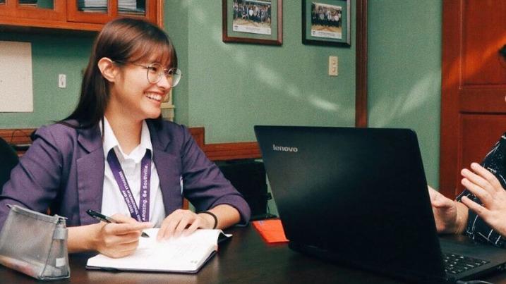 LOOK: Liza Soberano returns to school - Rappler image