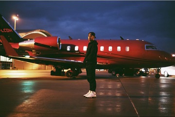 e2fef57aeb9 Social media has shown that Lewis Hamilton has been using his private jet