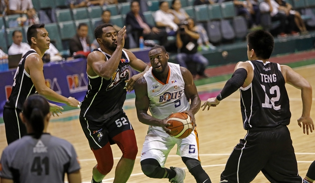 192bfede1d1 END OF THE ROAD. Allen Durham falls short in his bid to lead the Meralco