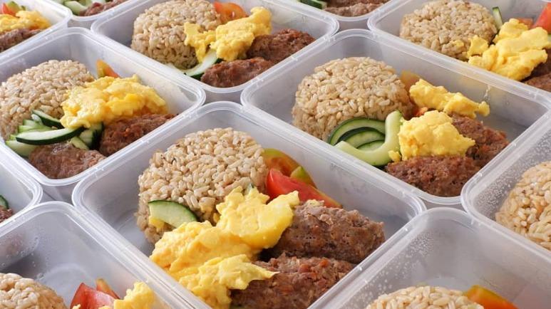 LIVRAISONS ALIMENTAIRES. Des plats cuisinés, équilibrés d'un point de vue nutritionnel et comptés sur la base des calories peuvent être livrés à votre domicile tous les jours. Photos de la page Instagram de Pickle