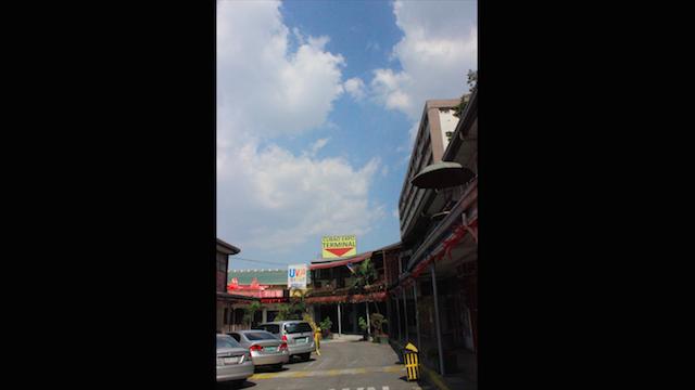 Bosan dengan brand-brand internasional yang ada di Indonesia? Maka Cubao Expo adalah tempat berbelanja yang menarik untuk dikunjungi. Foto oleh Lewi Aga Basoeki/Rappler