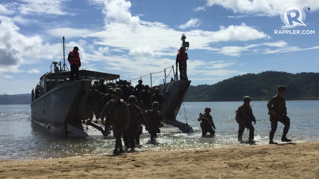 BALIKATAN. Philippine Marines alight from a landing craft utility boat onto the shores of Casiguran, Aurora. Photo by Bea Cupin/Rappler