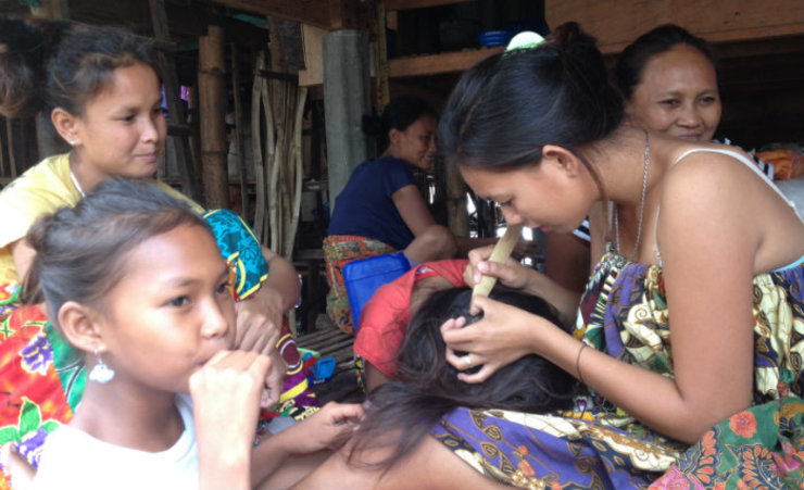 CHALLENGES. Daisy taught the Badjao community basics on hygiene