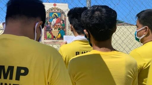 PRAYERS. Inmates pray at the 2,100 capacity Mandaue City Jail. Photo from the Mandaue City Jail Facebook page