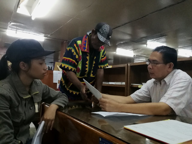 COMPLAINT. Commission on Human Rights special Investigator Reymundo Cajes assisted complainants against the military on Tuesday, March 6, for Harassment. Photo by Bobby Lagsa/Rappler