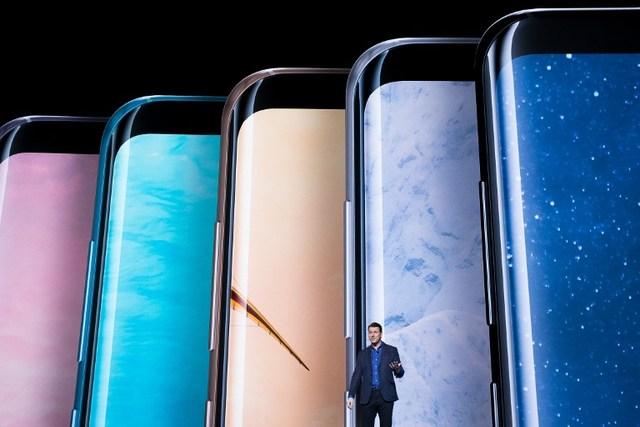 Senior Vice President Of Product Strategy Di Samsung Justin Denison Tengah Menyampaikan