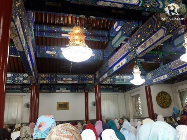 INTERIOR MASJID. Bagian dalam Masjid Niujie di ibukota Beijing ketika umat Muslim tengah menunaikan ibadah salat Ied Adha pada Senin, 12 September. Foto oleh Uni Lubis/Rappler
