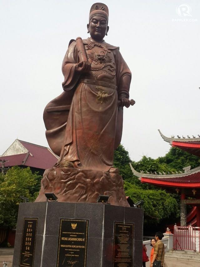 CHENG HO. Patung Laksamana Cheng Ho yang berada di halaman Kelenteng Sam Poo Kong. Tahun 1405 Laksamana Zeng He (Cheng Ho) berlayar sebagai duta perdamaian. Laksamana Cheng Ho berangkat dari Pelabuhan Shuzou, Tiongkok lalu mampir di Champa, Sumatera, Jawa sampai India. Foto oleh Uni Lubis/Rappler