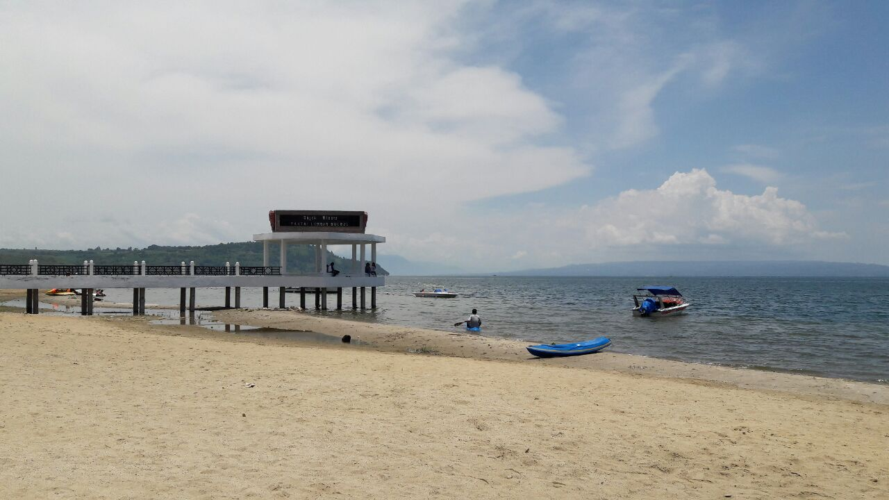 Sehari menikmati pesona Danau Toba