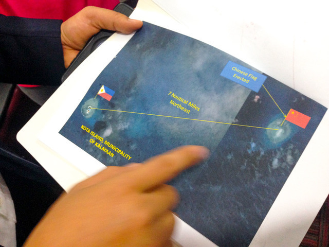 MONITORING. Magdalo Representative Gary Alejano shows a map to illustrate China's alleged activities in the West Philippine Sea. File photo by Bea Cupin/Rappler
