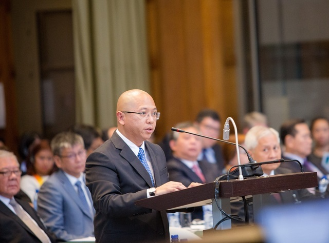 TOP GOVERNMENT LAWYER. Philippine Solicitor General Florin Hilbay, who serves as agent for the Philippines, delivers a statement before the arbitral tribunal in June 2015. Photo courtesy of the Permanent Court of Arbitration