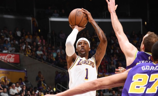 ea326becbde Kentavious Caldwell-Pope steps up for a depleted Lakers squad.