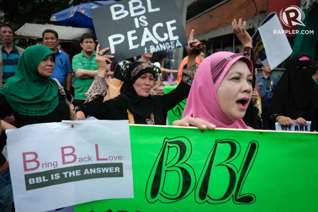 BBL & PEACE. Muslim women push for the passage of the Bangsamoro Basic Law. File photo by George P. Moya/Rappler