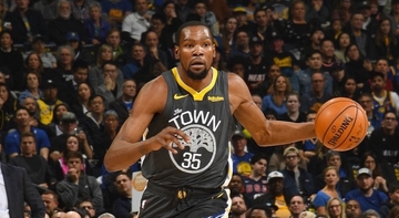 6c4797f7e81a Kevin Durant stars as the Golden State Warriors tighten their grip of the
