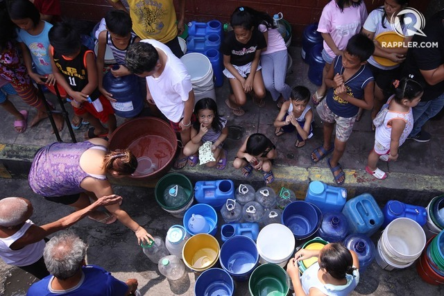 WATER CRISIS. Metro Manila residents line up for water amid a shortage of supply. Photo by Darren Langit/Rappler