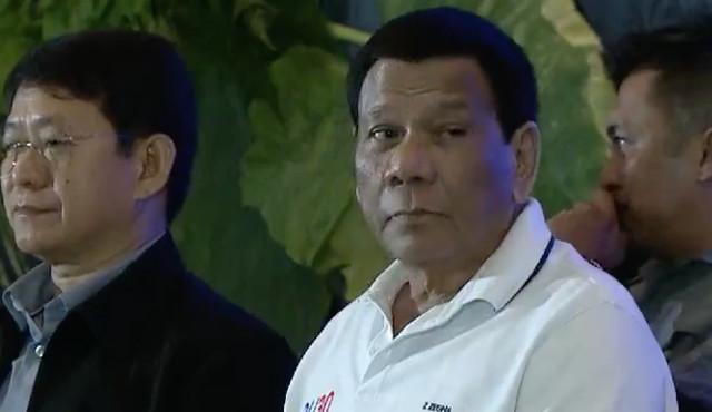 WARNING. President Rodrigo Duterte sits beside DILG officer-in-charge Eduardo Año during the League of Municipalities event in Cebu City. RTVM screenshot