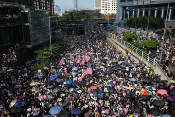 Hong Kong protesters take message to U S  consulate