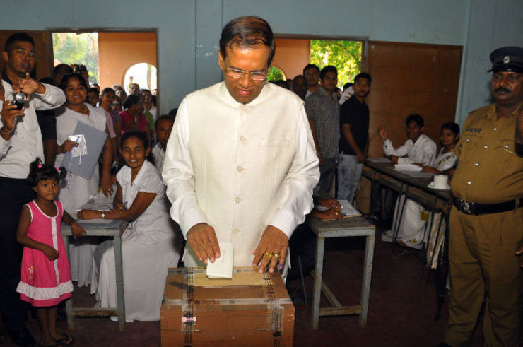 VOTER'S CHOICE. Sri Lanka's joint opposition and Democratic National Alliance presidential candidate Maithripala Sirisena casts his vote at the presidential elections in Polonnaruwa, some 240 km east of Colombo, Sri Lanka, 08 January 2015, Sri Lanka, 08 January 2015. Photo by EPA