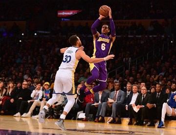 88dc3300eff7 Jordan Clarkson  6 of the Los Angeles Lakers shoots a jumper over Stephen