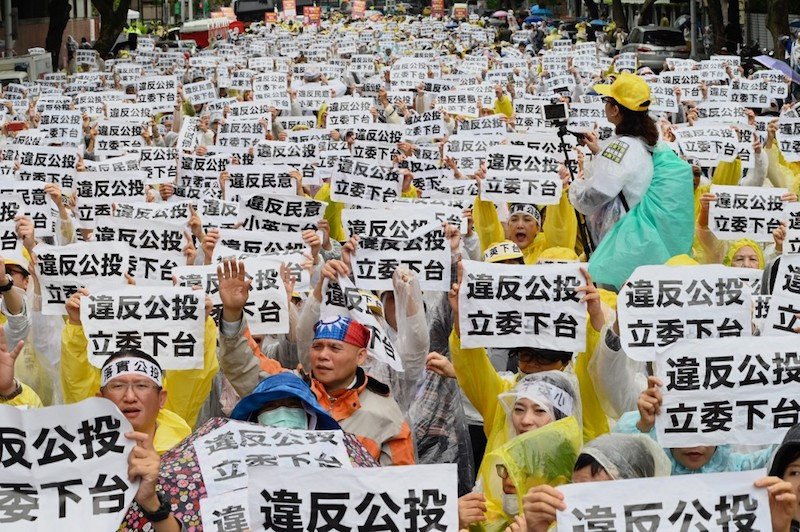 Anti gay marriage protesters display placards during a demonstration outside Parliament in Taipei on May 8, 2019. Photo by Sam Yeh/AFP