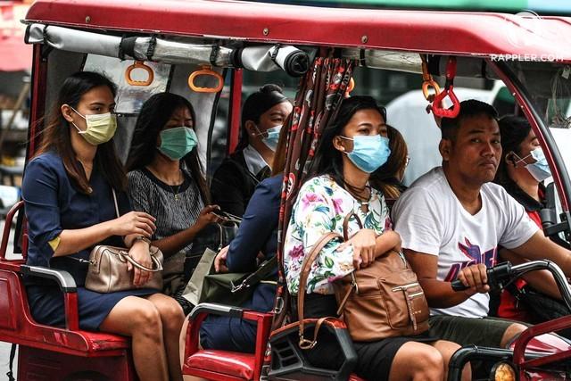 HEALTH PRECAUTIONS. Metro Manila commuters wear face masks as protection from the novelcoronaviruson February 3, 2020. Photo by Jire Carreon/Rappler
