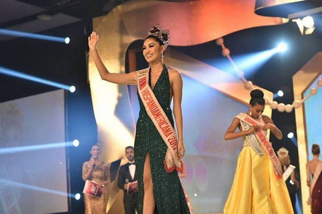 REINA TERESITA. Winwyn Marquez waves to the crowd during the Reina Hispanoamericana competition in Bolivia. Photo from Reina Hispanoamericana Facebook page