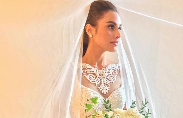 LOOK: Max Collins\' wedding gown
