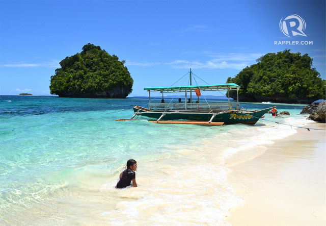 BRITANIA. Beautiful beaches like this abound in Britania's group of islands. Photo by Henrylito D. Tacio/Rappler