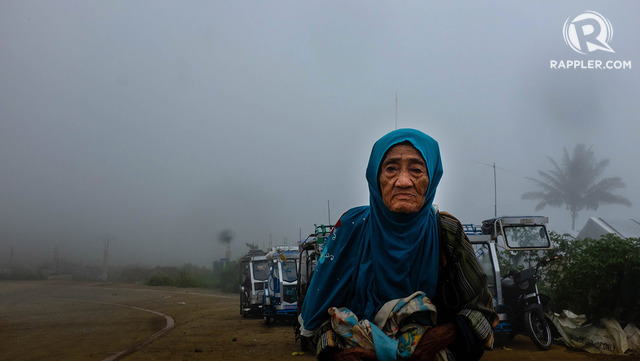 LONG WAIT. Residents long for the Marawi they used to know. All photos by Bobby Lagsa/Rappler