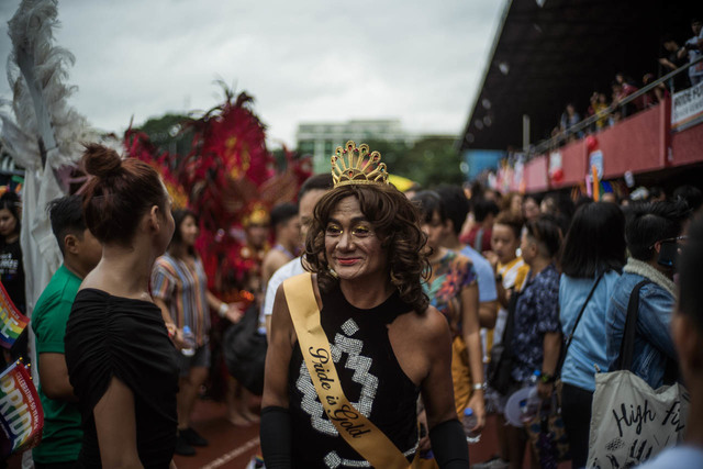 DECADES OF PRIDE. Ruel Mendiola, who imitates actress Cherry Pie Picache, participates in the 2019 Metro Manila Pride March as one of The Golden Gays. Photo by Martin San Diego/Rappler