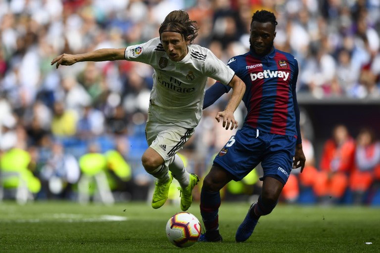 bc434360e Luka Modric and Real Madrid stumble against Cheick Doukoure and Levante  during their Spanish