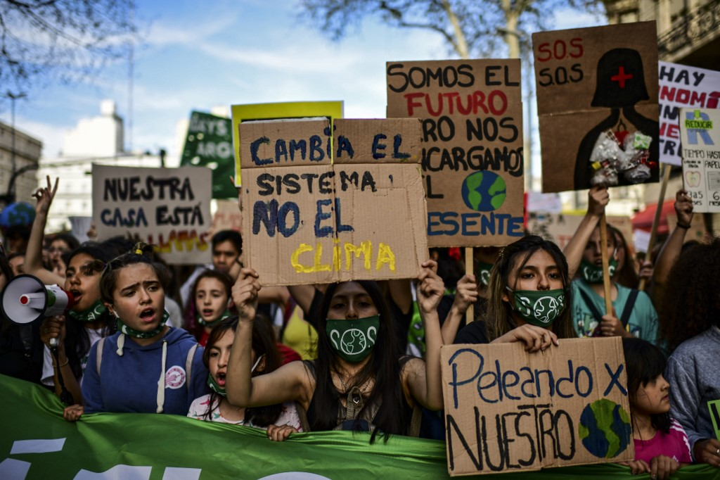 RAGE TO ACTION. Demonstrators take part in a global youth climate action strike in Buenos Aires, on September 27, 2019, at the end of a global climate change week. File photo by Ronaldo Schemidt/AFP